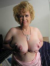 Kinky mama getting wet and wild